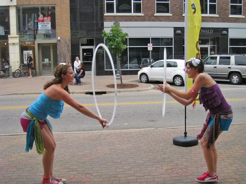 Twistin Vixens Hooping duo in unison